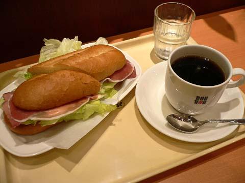 ミランノサンドAとアメリカンコーヒーのSサイズ