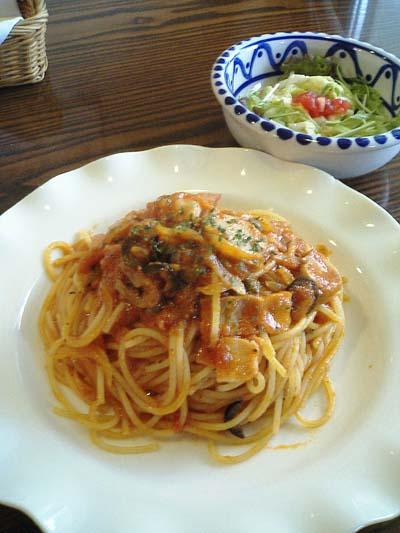 ベーコン、オリーブ、ケッパーのトマトソーススパゲティー