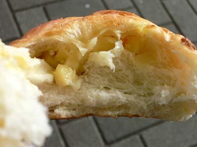 チーズパンの断面
