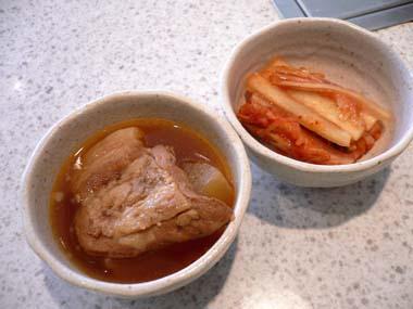 豚の角煮とキムチ