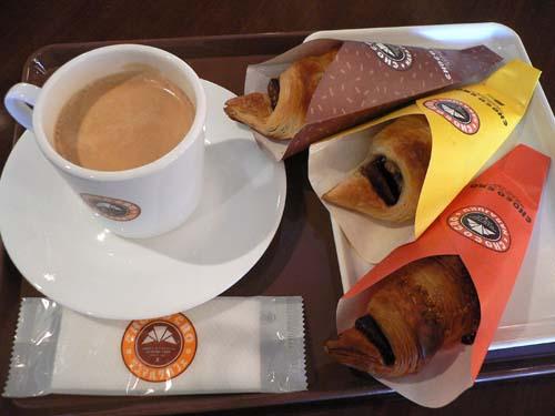 ブラックコーヒーと3種のチョコクロ
