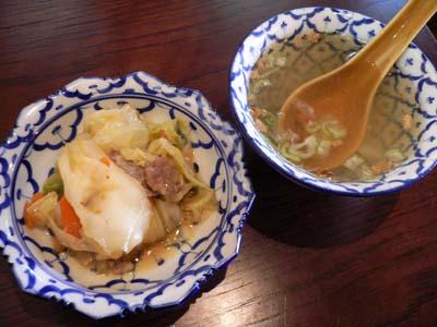 野菜炒めとスープ