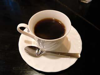 食後にはコーヒーまで付く