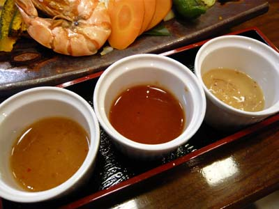 「竹田商店」の3種類のソースでいただく