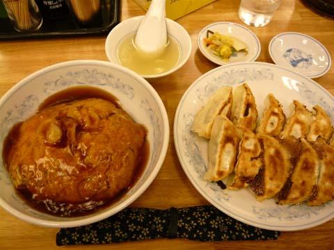 「エビ天津丼と餃子」に餃子を1皿プラス