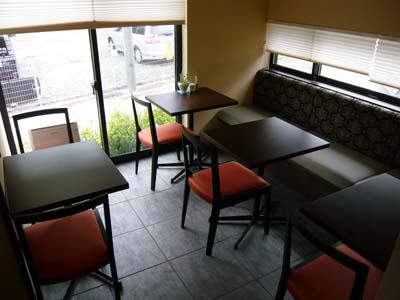 入ってすぐのところにあるテーブル席
