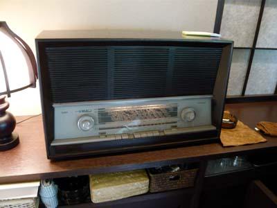 いい雰囲気を醸し出す真空管ラジオ