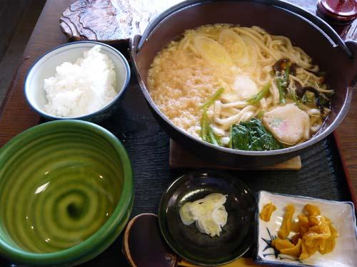「喜作鍋」とランチサービスの半ライス
