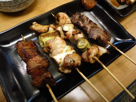 今度は塩。左から豚レバー、ねぎ間串2本、豚ハラミ