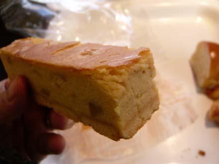 ズシッと重い「アップルチーズケーキ」