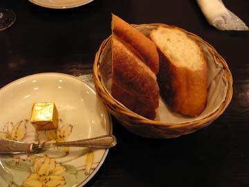 パンは温かくて程よい柔らかさなのだ