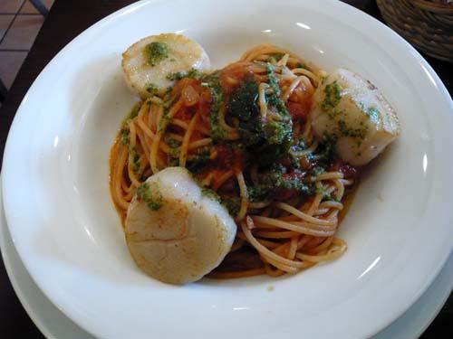 帆立貝のポワレ トマトスパゲティ