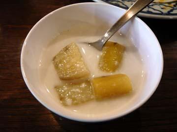 デザートはサツマイモが入ったココナッツミルク