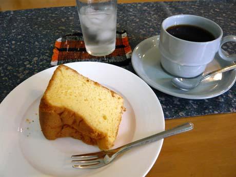 シフォンケーキとコーヒー。これで400円