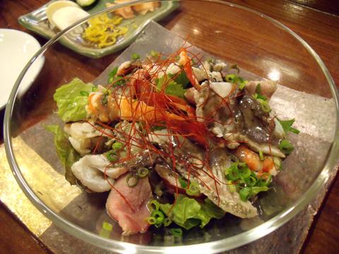 寿司種のしゃぶしゃぶサラダ黒焼そばソース風