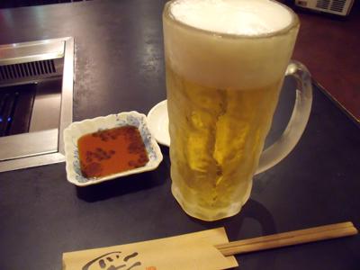まずは生ビールを注文