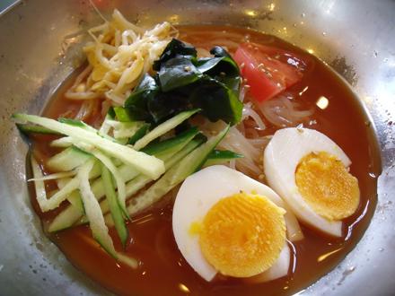 キムチペースのピリ辛の赤いスープ