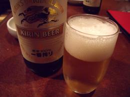 まずは瓶ビールで乾杯