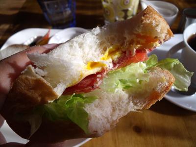 サンドイッチは食べるとこんな感じ