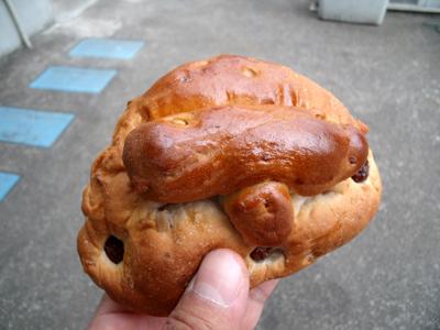 これが「縄文土偶パン」