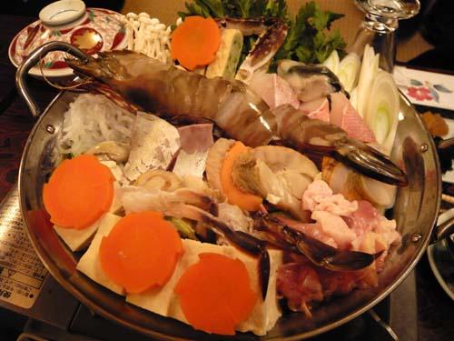 ドーンと置いてある海鮮鍋
