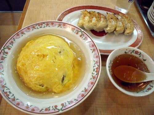 「天津丼 塩ダレ」と「餃子」
