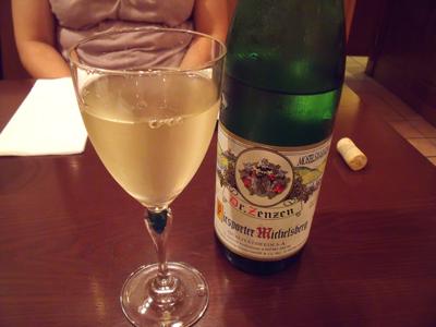 まずは白ワインで乾杯
