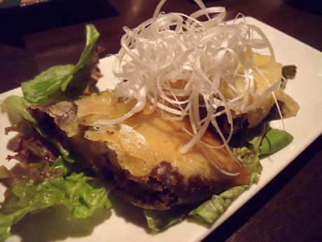 ポテトとひき肉の黒カレー春巻き