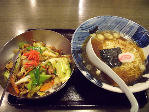 肉味噌丼と醤油ラーメン