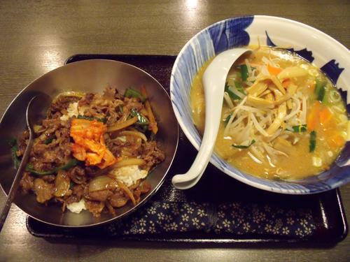 牛ピリ辛丼と味噌ラーメン