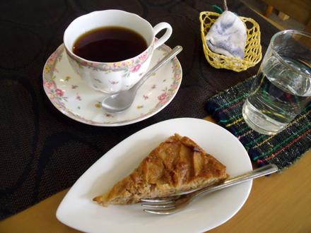 コーヒーとアップルケーキ