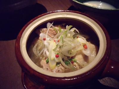 昆布〆蒸鶏の黒胡椒スープ仕立て