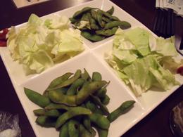 お通し代わりの枝豆とキャベツ