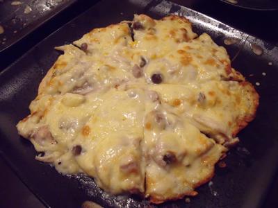 きのこグラタンピザ