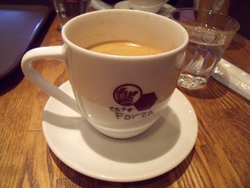 コーヒーがまず運ばれて来た
