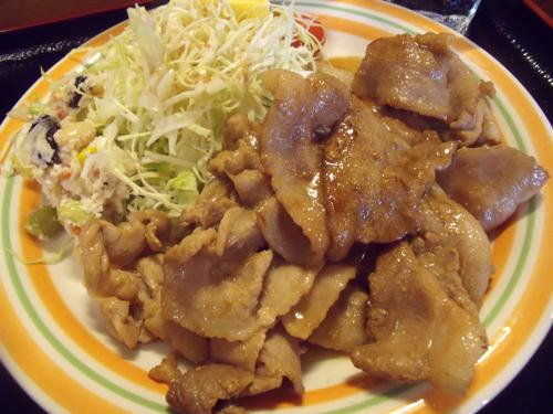 豚肉てんこ盛りの生姜焼き