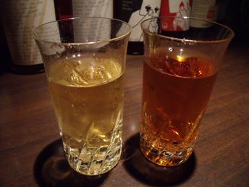 左が「カナダドライ」のジンジャーエール、右が「ウィルキンソン」のジンジャーエール