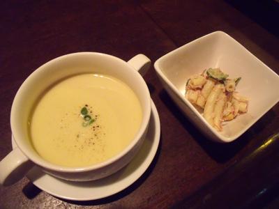 まずはサツマイモの冷たいスープとマカロニサラダ