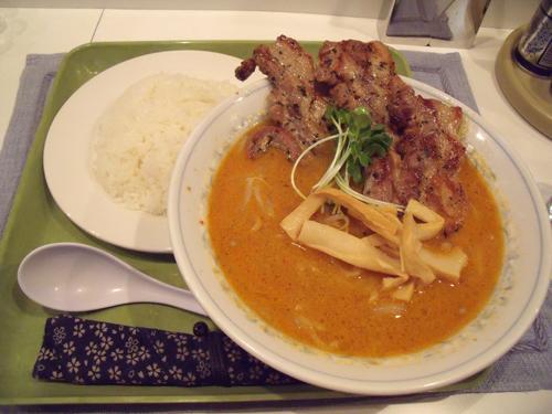 「香味豚焼き担々麺」とライス