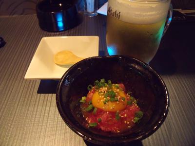 生ビールとお通しのマグロユッケ