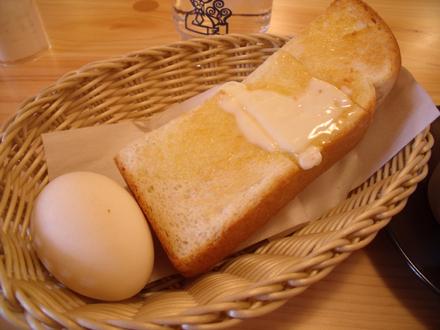 厚切りトーストとあたたかいゆでたまご