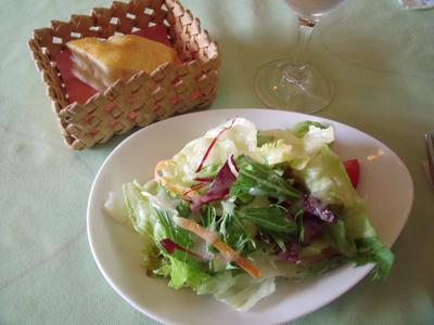 サラダとフォカッチャ