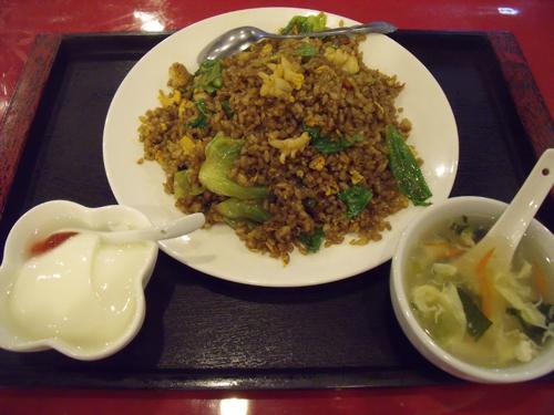 海鮮ピリ辛黒炒飯