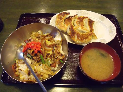 肉味噌丼とジャンボ餃子