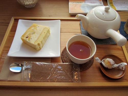 「三年番茶」と「パインのカッサータ風アイスケーキ」