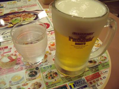 生ビールはプレミアムモルツ