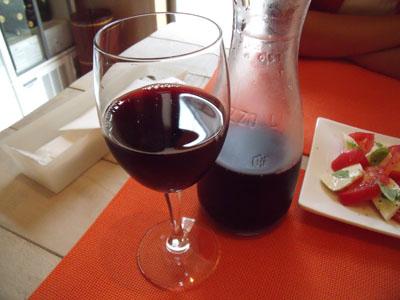 赤ワインをカラフェで注文