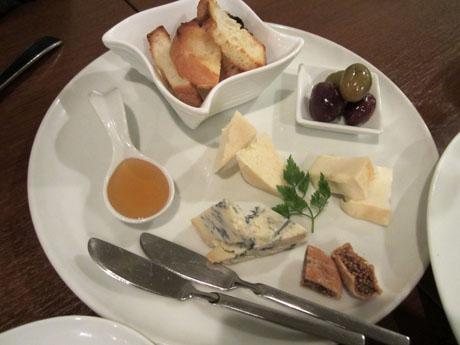 ワインによく合ういろいろチーズ盛り合わせ(3種)