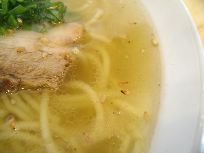 スープは透き通っている