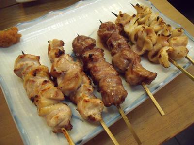 左から若鶏、カシラ、シロ